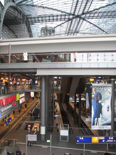 Многоуровневые платформы на вокзале, Берлин