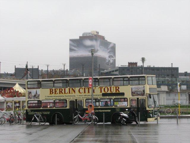 Экскурсионный автобус на привокзальной площади, Берлин