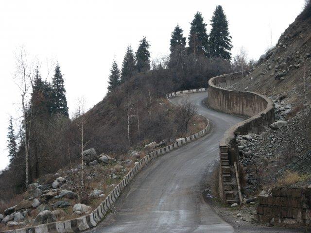 Горная дорога около Алматы
