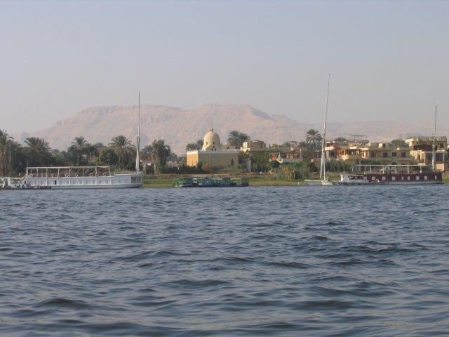 Река Нил недалеко от Луксора, Египет