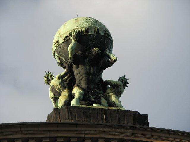 Скульптура на фасаде вокзала, Франкфурт-на-Майне