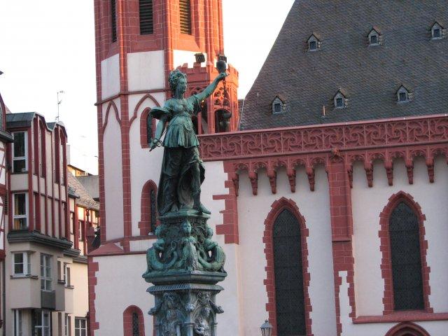 Скульптура богине Юстиции, Франкфурт-на-Майне