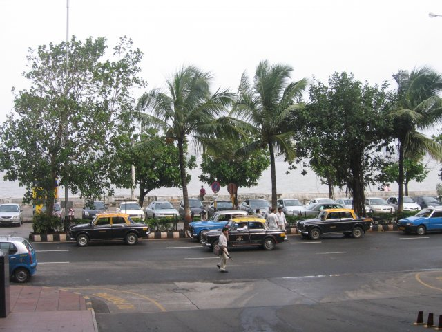 Такси на набережной, Мумбаи