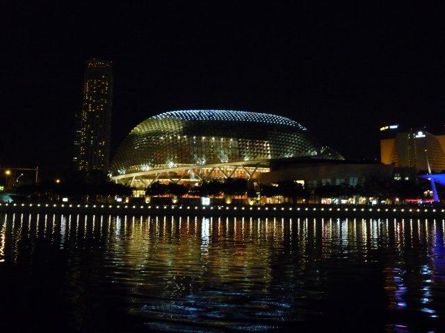 Ночной вид на театр Эспланада, Сингапур