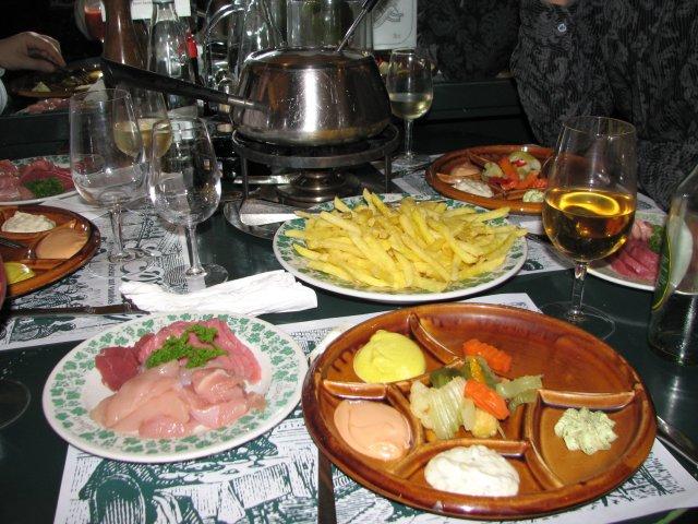 Мясное фондю в кафе Цюриха