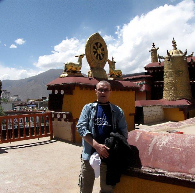 На крыше монастыря Джоканг.Лхаса.