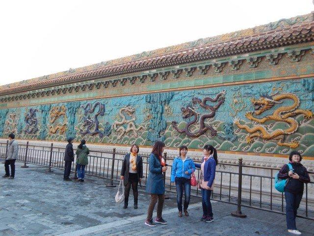 Стена драконов: глазированная керамика 17-го века
