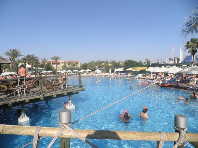 Сиде. Отель SuntopiaPegasosWorld. Открытый бассейн. Вид с мостика