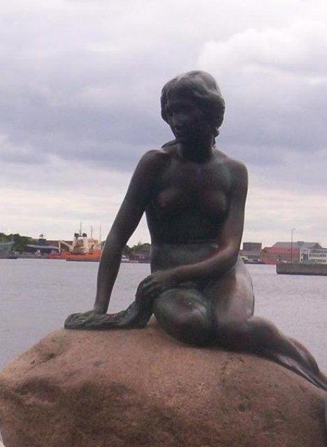 Скульптура русалочки, Копенгаген, Дания