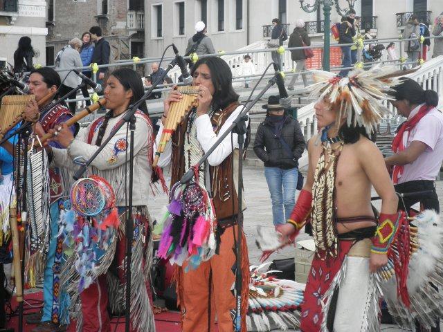 Индейский ансамбль в Венеции