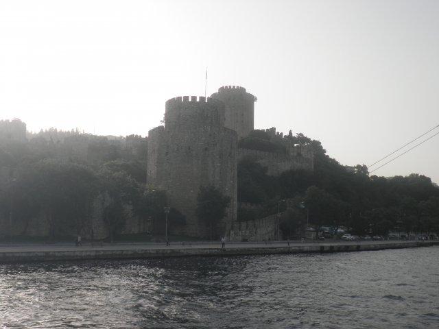 Старинная крепость на берегах Босфора