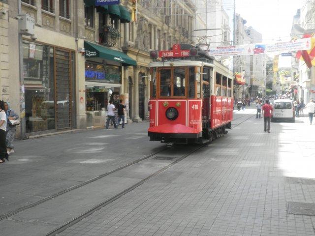 Стамбул. Улица Истикляль и линия исторического трамвая