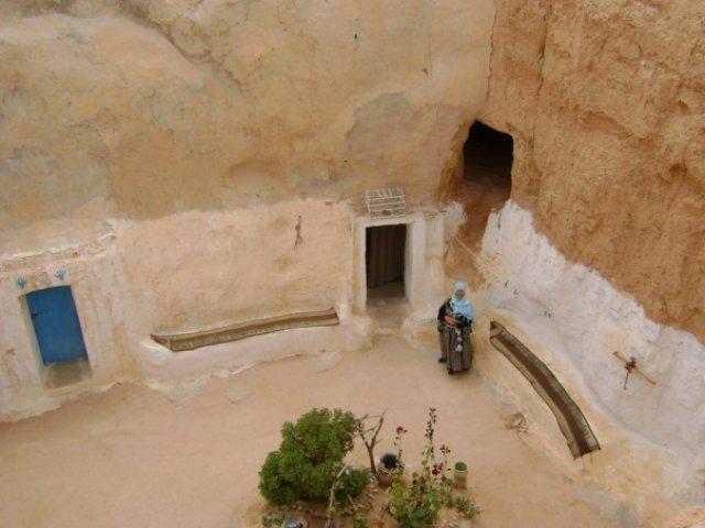 Тунис. Жилище берберов в пустыне