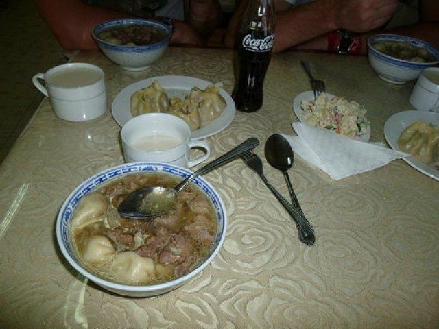 Завтрак в кафе города Булган, Монголия