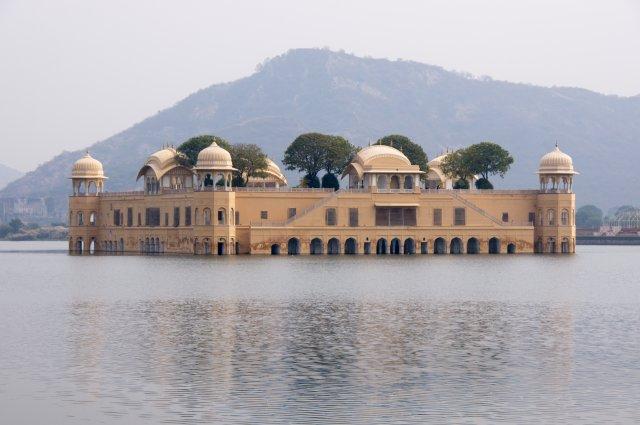 Джал Махал «Водный Дворец»