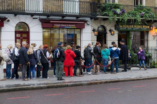 Очередь в музей Шерлока Холмса