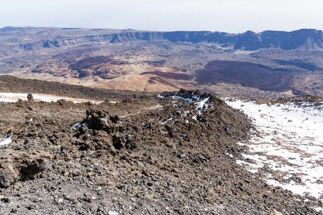 Кратер Лас-Канадес диаметром 16 км