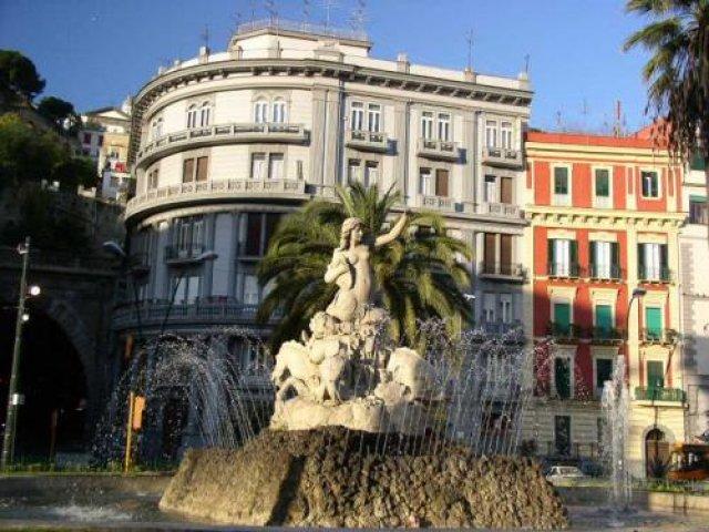 Площадь Санназаро, Неаполь, Италия
