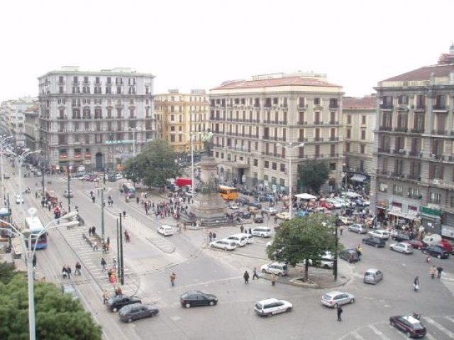 Площадь Гарибальди, Неаполь, Италия