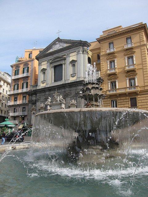Площадь Триеста и Тренто, Неаполь, Италия