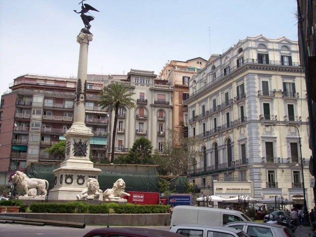 Площадь Мучеников, Неаполь, Италия