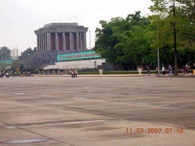 Мавзолей Хошимина, Вьетнам