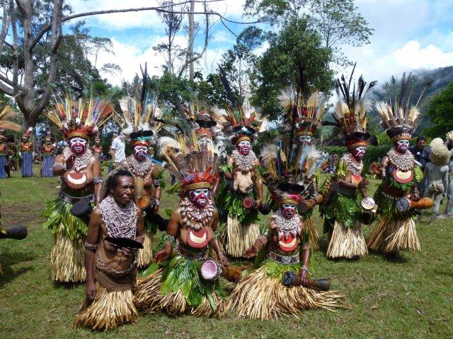 Женщины принарядились к Фестивалю крокодилов на реке Сипик. Папуа Новая Гвинея.