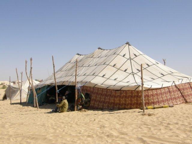 Шатер в песках