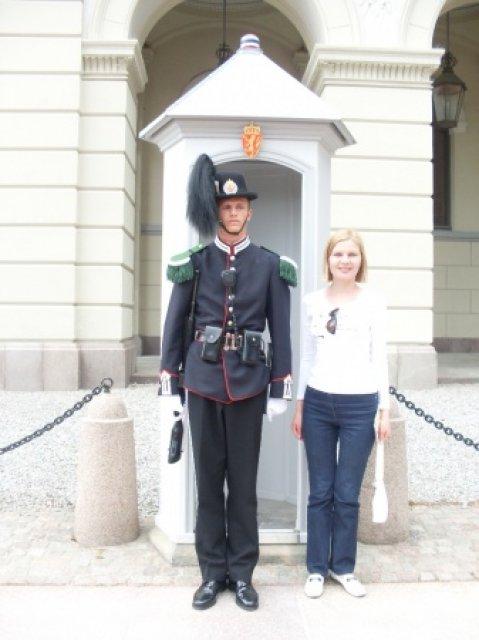 Осло. С очень высоким гвардейцем