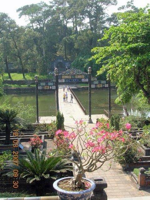 Минь Манг, Вьетнам