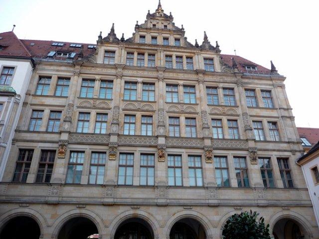 Здание на площади нижнего рынка