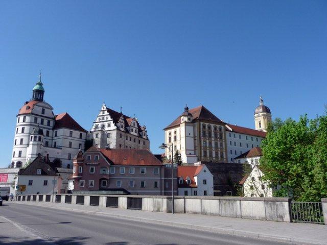 Вид на замок с моста через Дунай