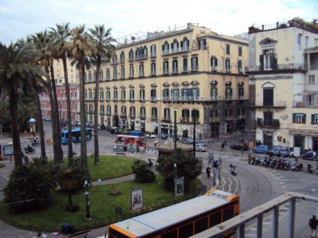 Площадь Виктории, Неаполь, Италия