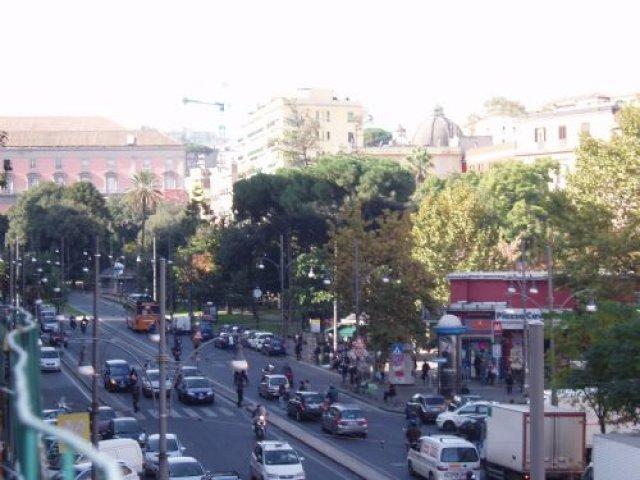 Площадь Кавор, Неаполь, Италия