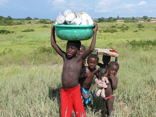 Дети, Ангола
