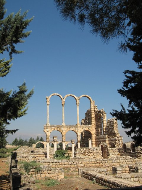 Двухъярусная арка в древнем Анжаре, Ливан