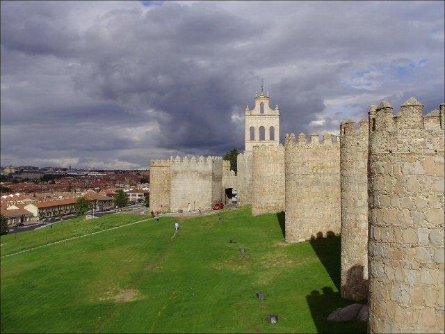 Крепостная стена города Авила, Испания