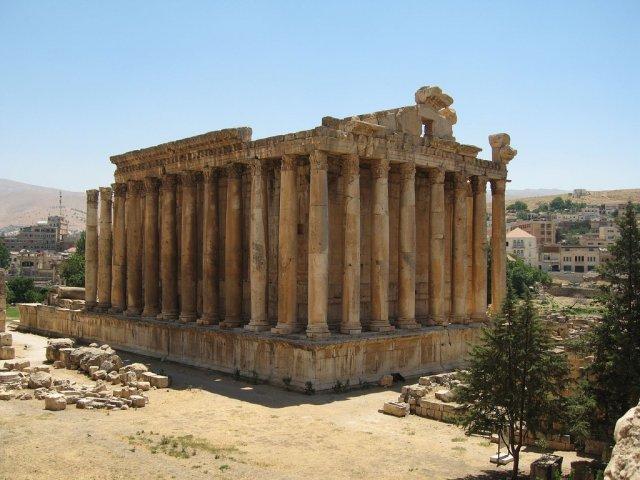 Храм Вакха в Бальбеке, Ливан