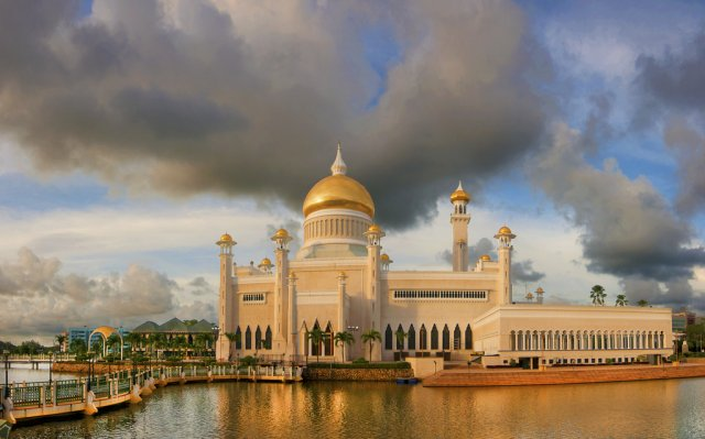Мечеть Султана Омара Али Сайфуддина, Бруней