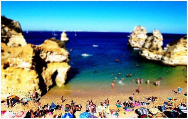Пляж в Португалии. Tilt-Shift