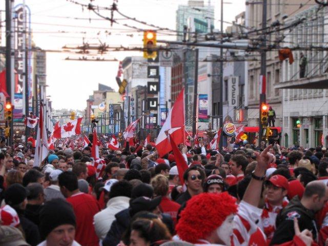 Празднование победы канадцев в хоккее