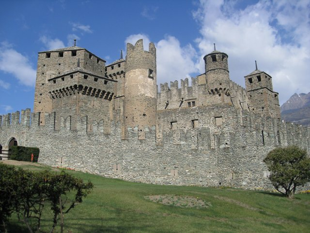 Замок Фенис, Италия