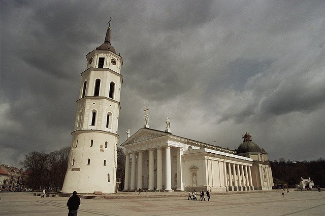 Площадь Кафедрального Собора перед грозой, Вильнюс, Литва