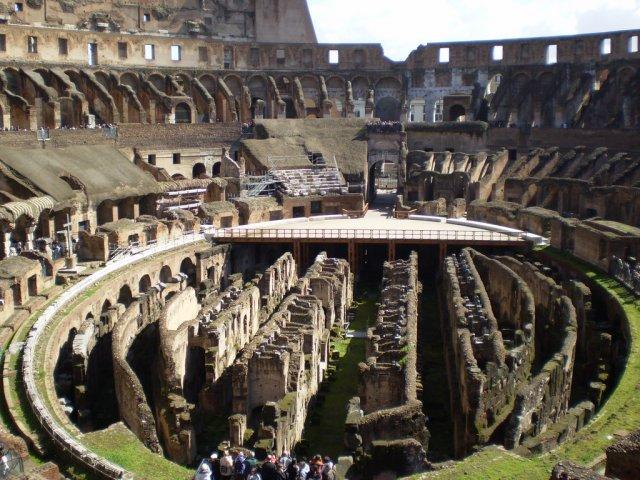Римский Колизей, Италия