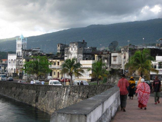 Остров Маоре, Коморы