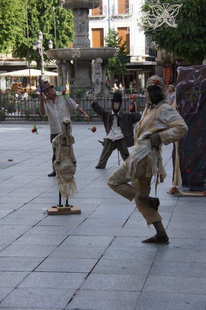 Анимация на площади Биб Рамбла, Гранада, Испания