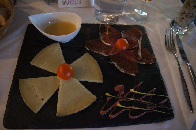 Тапас в ресторане Jardines de Zoraya. Гранада, Испания. Май, 2012