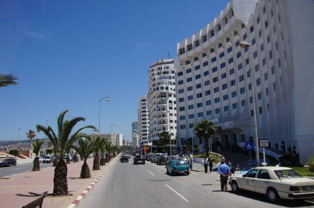 Современный район Танжера, застроенный отелями, Марокко