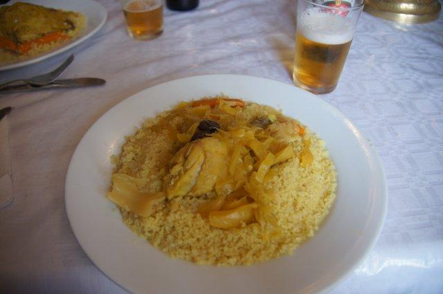Марокканское блюдо кус-кус с курицей