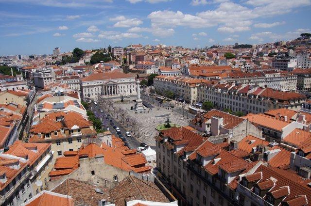 Вид на Лиссабон с подъемника Санта-Жушта, Португалия